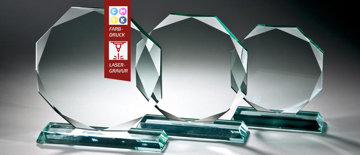hochwertige-Glaspokale-mit-Gravur