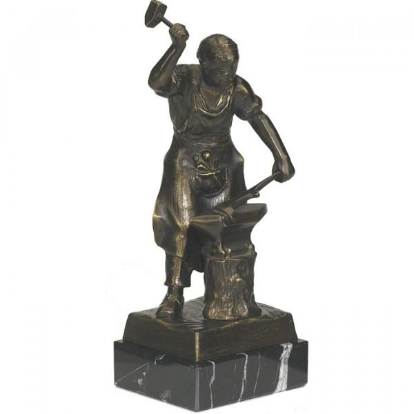 Detail Figur Schmiedekunst Handwerk Verein Auszeichnung